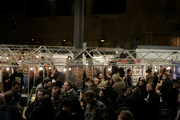Thirsty crowd of folks during London Brewers' Market's Friday session